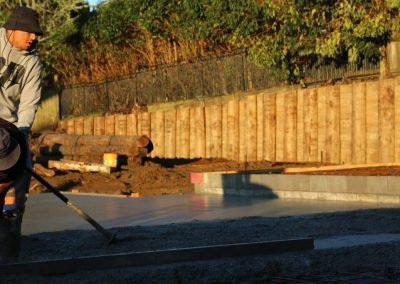 Builder-laying-concrete-slab