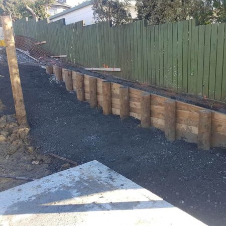 Timber-retaining-wall-with-fence